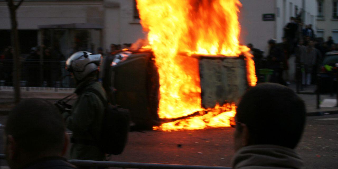 Un jeune tué à Nantes, nuit d'émeutes, soif de vengeance